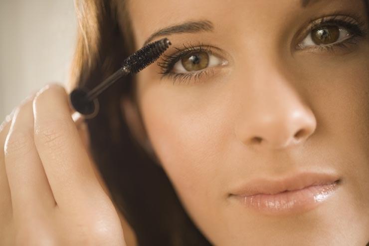 le maquillage des yeux discret maquillage des yeux. Black Bedroom Furniture Sets. Home Design Ideas