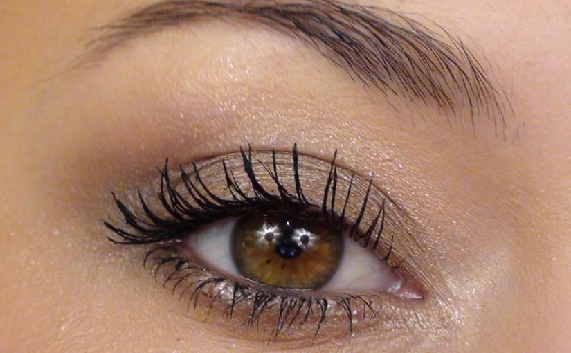 le maquillage des yeux simple maquillage des yeux. Black Bedroom Furniture Sets. Home Design Ideas