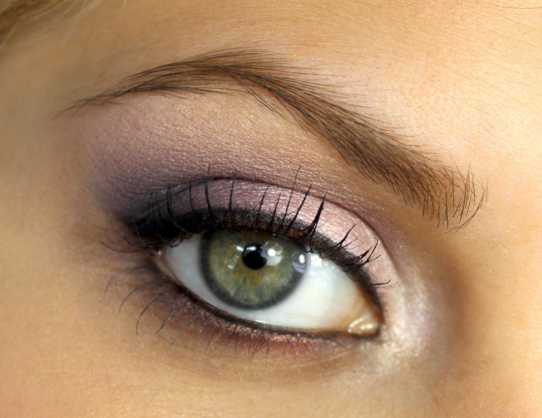 le maquillage des yeux verts pour cheveux chatains maquillage des yeux. Black Bedroom Furniture Sets. Home Design Ideas