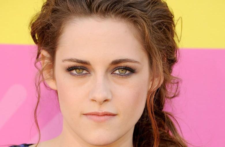 Le maquillage des yeux verts pour brune