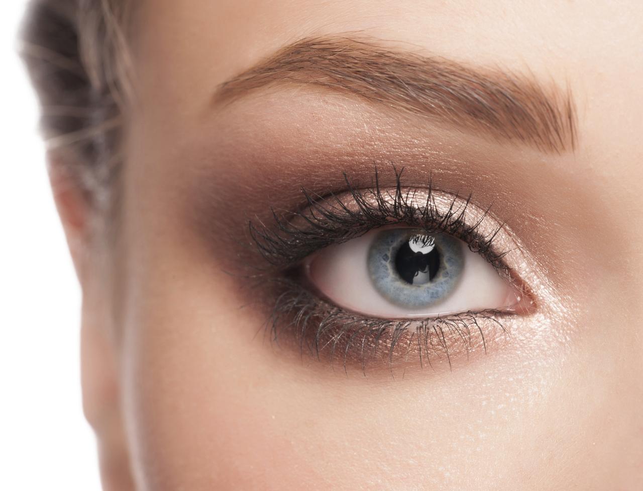 le maquillage pour agrandir les yeux maquillage des yeux. Black Bedroom Furniture Sets. Home Design Ideas