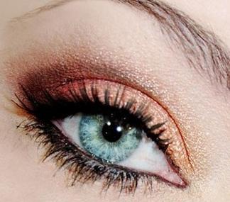 photo maquillage yeux bleus verts
