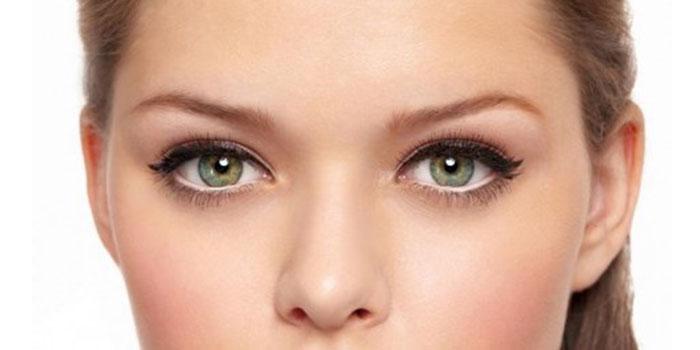 le maquillage des yeux verts pour cheveux blonds. Black Bedroom Furniture Sets. Home Design Ideas