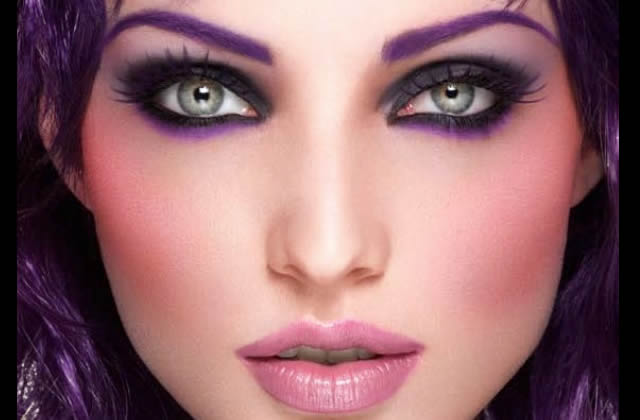 Maquillage des yeux violet