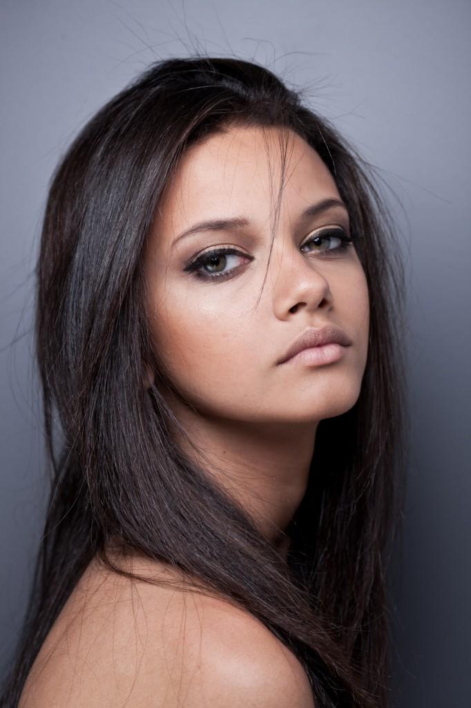 Le Maquillage Des Yeux De Biche Maquillage Des Yeux