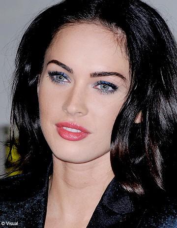 Cheveux brun yeux gris