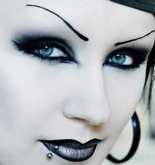 Le maquillage gothique des yeux