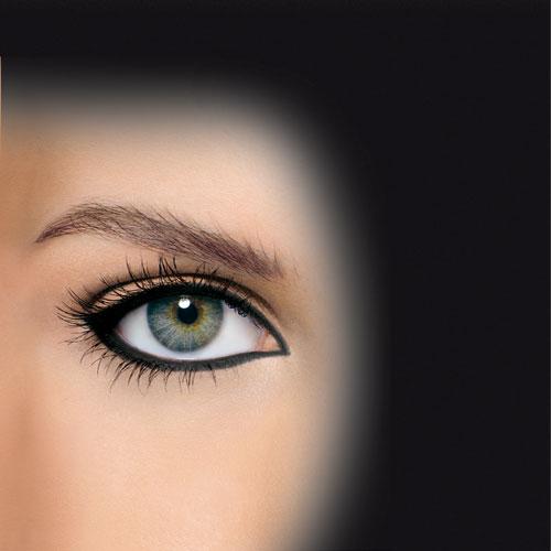Maquillage des yeux crayon noir
